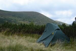 палатка и гора